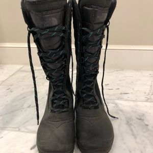 Women's North face boots.  Size 9, black